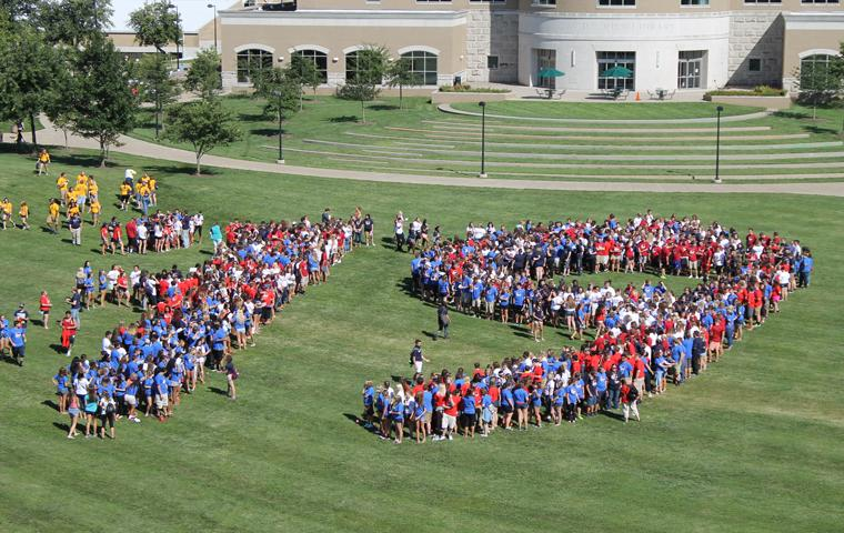 The class of 2019 forms the the number 19 on The Quad Friday after Eagle Convocation. Photo by Hannah Spurgeon/The Shield
